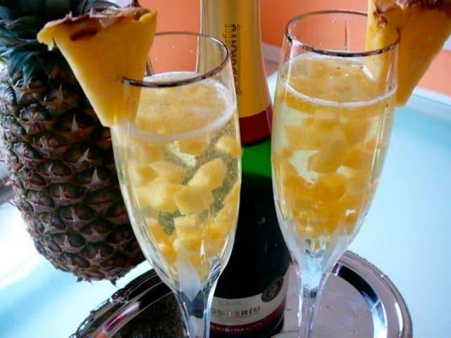 Ананасы в шампанском
