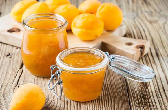 Оригинальный конфитюр из абрикосов и грецких орехов