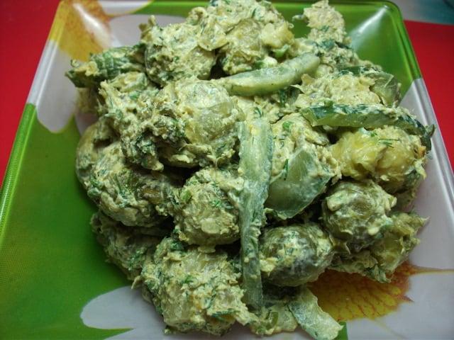Простой салат из брюссельской капусты