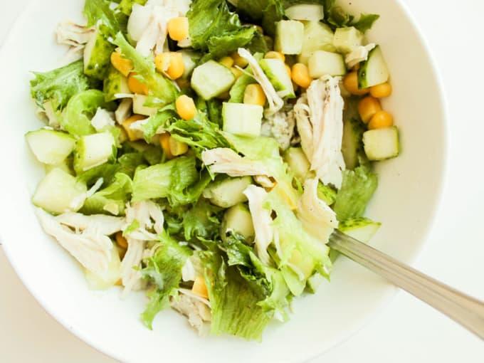 Салат из кукурузы и сельдерея
