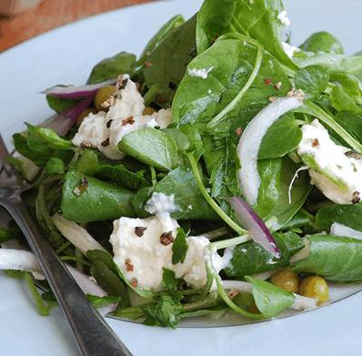 Салат из шпината с сыром